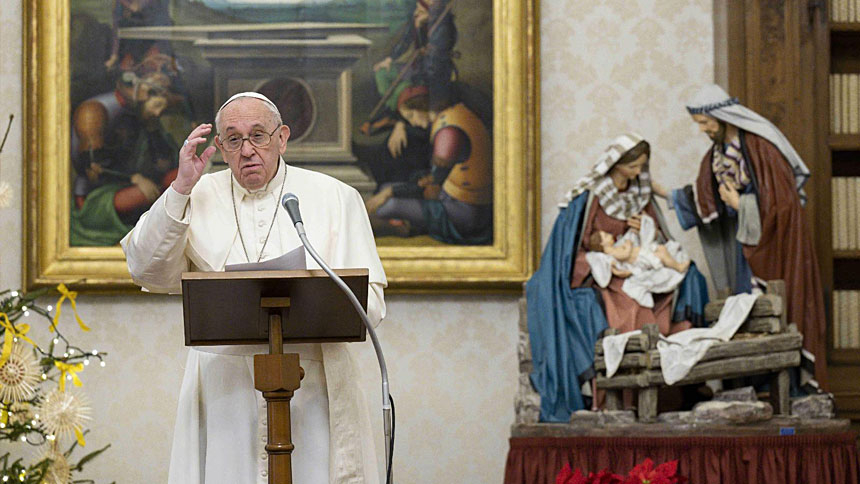 Christ's human condition a sign of God's love, pope says at Angelus