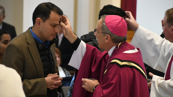 Bishop Zarama marks the beginning of Lent with Ash Wednesday Mass